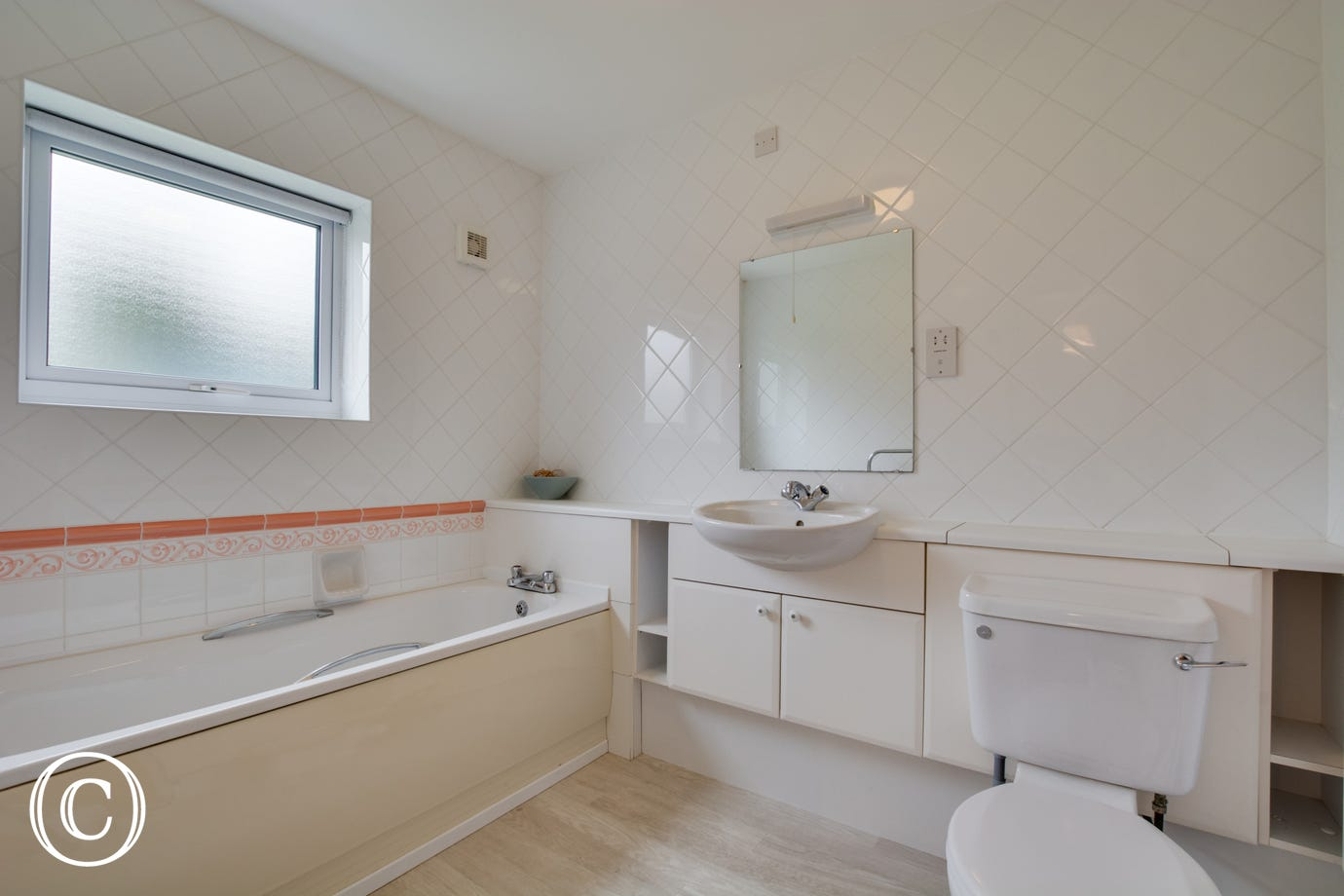 En suite Bathroom to Bedroom 4