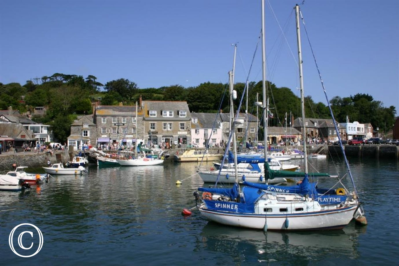 3 minute walk to Padstow Harbour