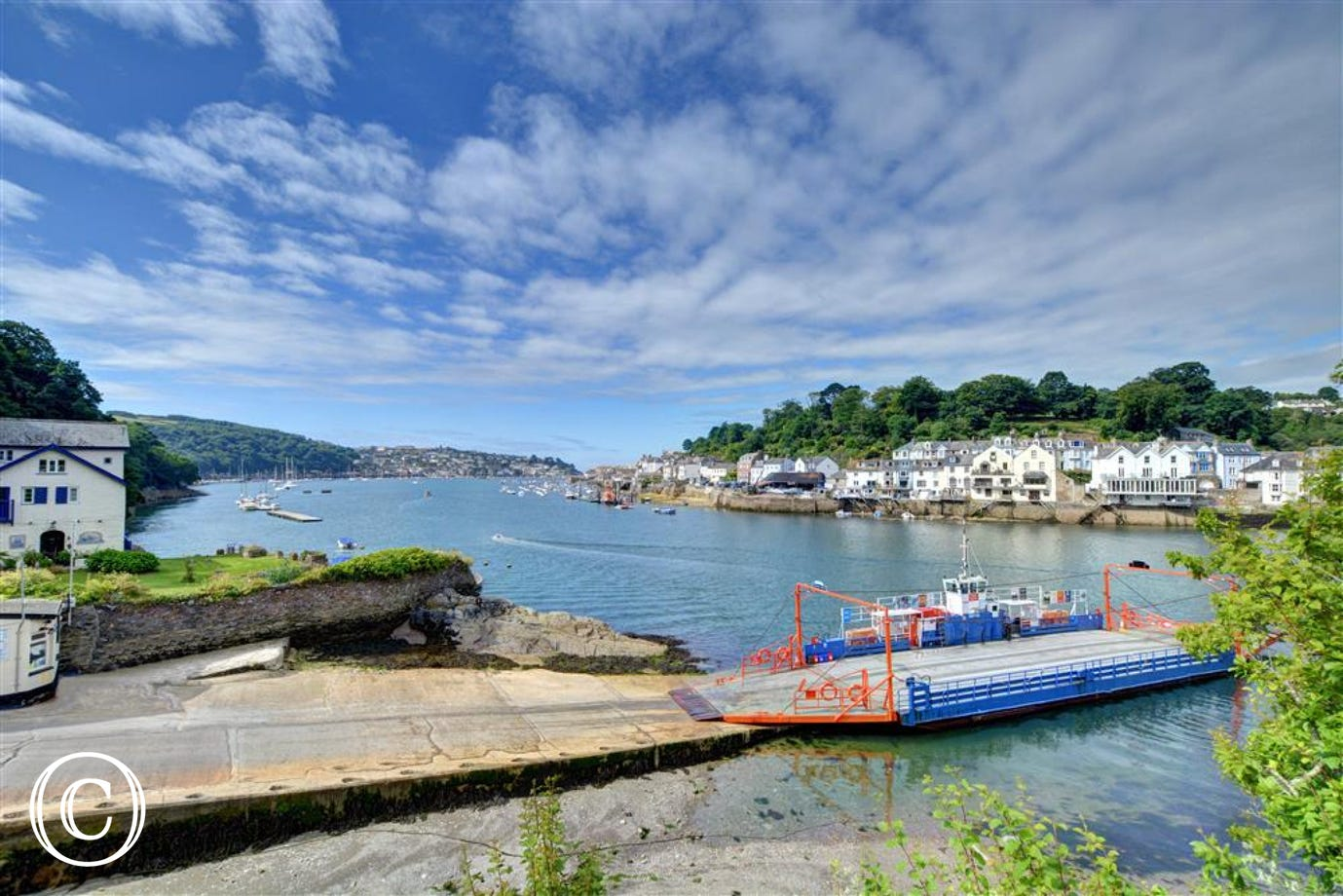 Only a 3 minute drive to the Fowey car ferry