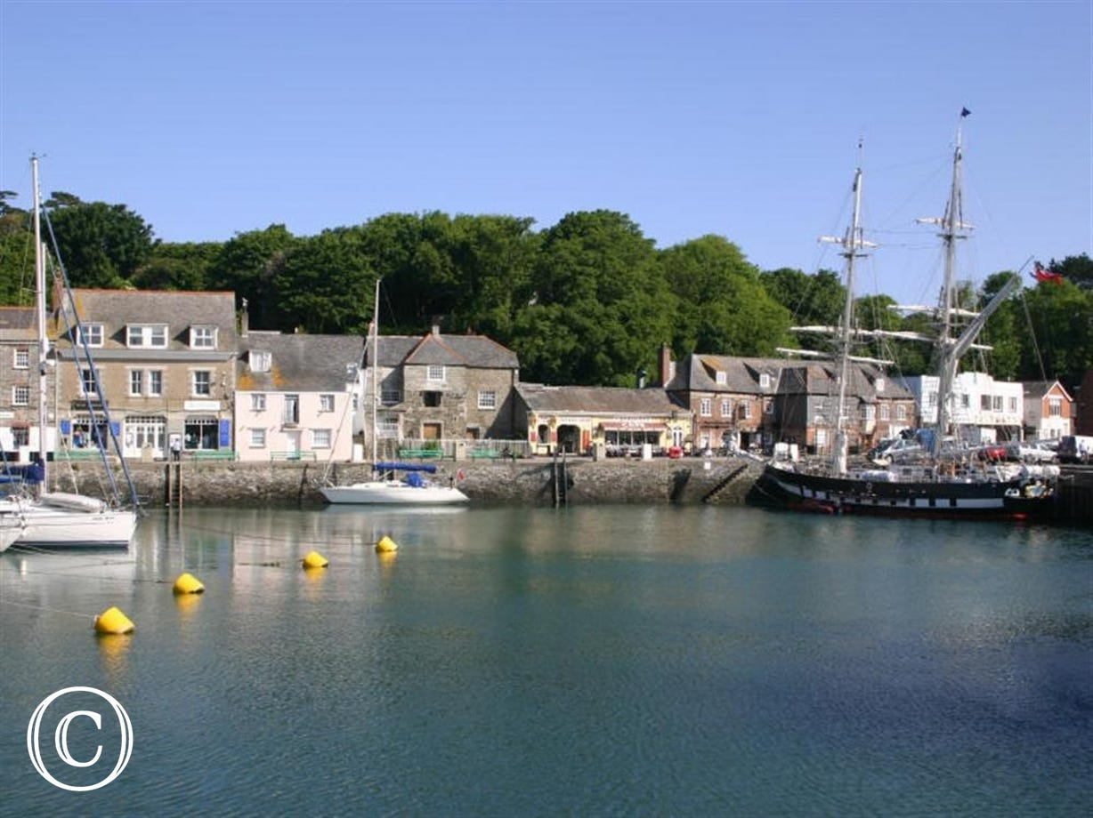 3 minutes walk to Padstow Harbour