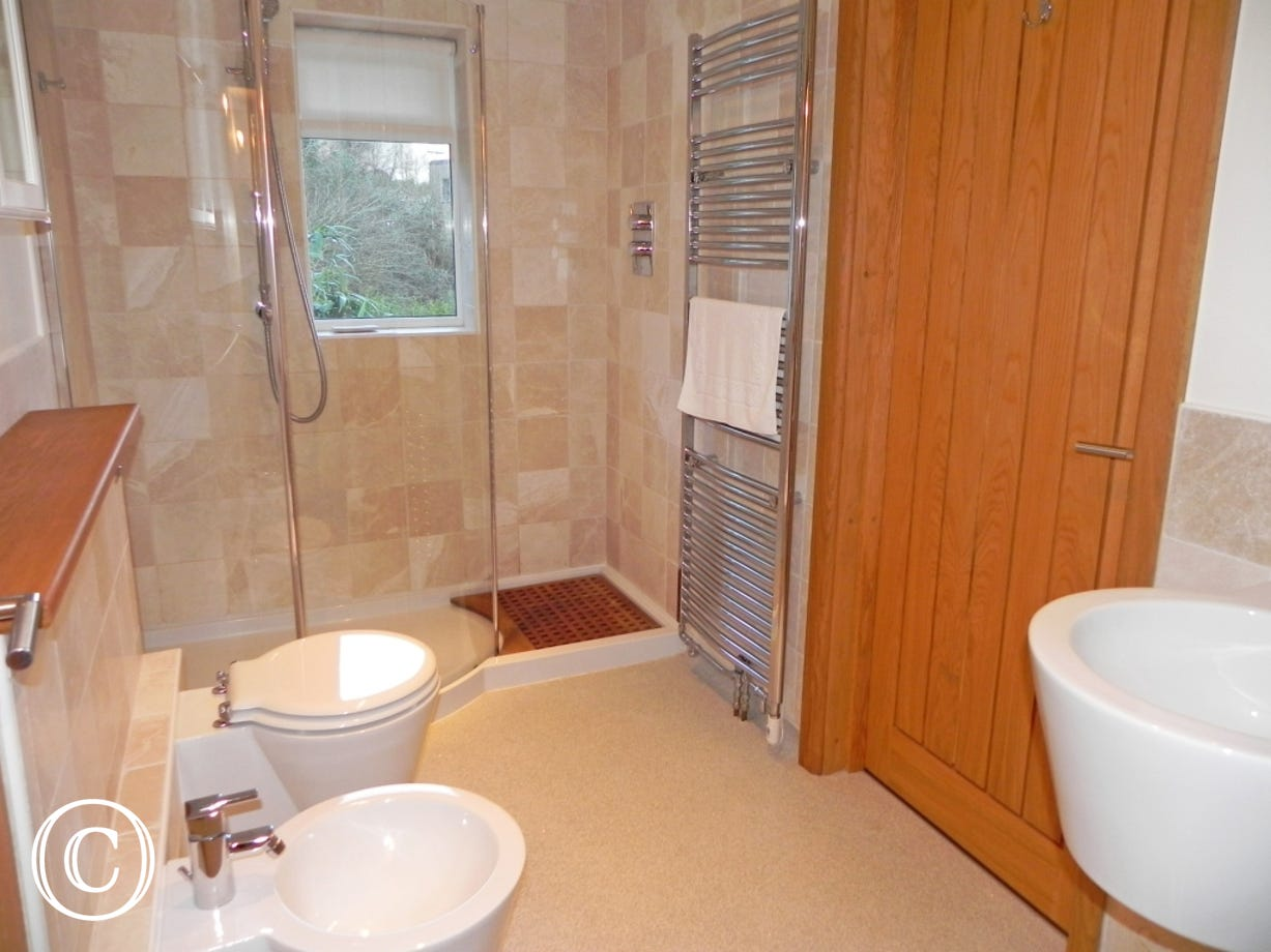Foxes Bottom shared en suite bathroom