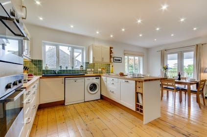 Beautifully fitted kitchen with all appliances